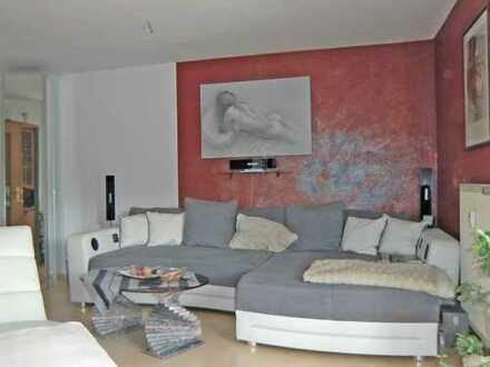Hier wohnen Ihre Mieter gerne!!!!Langjährig vermietete 2 Zimmer Erdgeschoßwohnung mit KFZ-Stellplatz