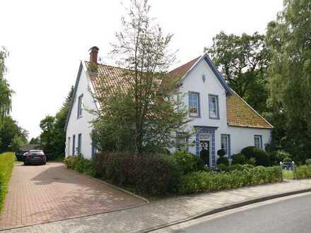 Sehr schöne, helle und kernsanierte vier Zimmer Altbau Wohnung in Leer direkt an der Evenburg