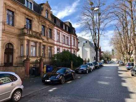 Exklusive 4-Zimmer-Hochparterre-Altbau Wohnung mit Terrasse und EBK in Hanau