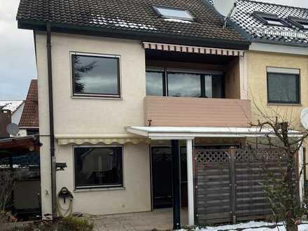 Modernisiertes Reihenendhaus mit sechs Zimmern und EBK in Magstadt, Magstadt