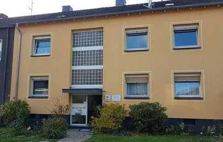 Helle drei Zimmerwohnung mit Balkon in zentraler Lage