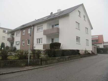 Da kommt Freude auf - Komplett neu renovierte-sanierte Wohnung m. Balkon u. Gartenanteil !!