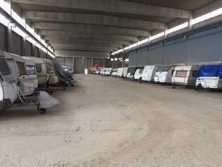 Überdachter Stellplatz für Wohnwagen Anhänger Trailer Boot etc.