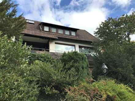 Einfamilienhaus mit unverbaubarer Panoramaaussicht am Waldrand, ruhige Südhanglage