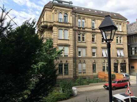 Schöne, geräumige fünf Zimmer Wohnung in Stuttgart, Mitte