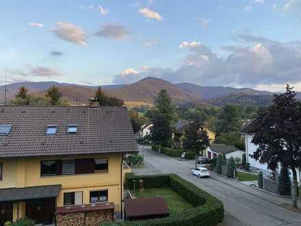 Erstbezug nach Sanierung mit EBK und Balkon: freundliche 3-Zimmer-Dachgeschosswohnung in Waldkirch