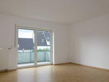 Renovierte 4-Zi.-Whg. mit großem Balkon inkl. PKW-Stellplatz