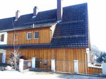 Gemütliche Doppelhaushälfte in Toplage mit schöner Aussicht und Garten mit viel Privatsphäre