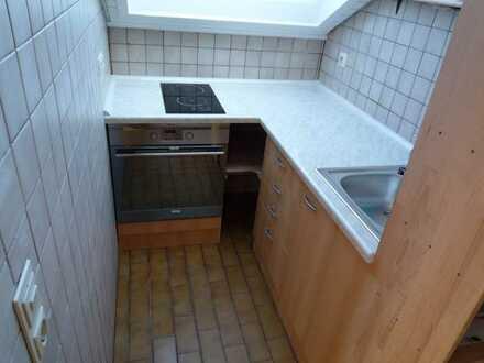 Helle, gepflegte 2-Zimmer-Dachgeschosswohnung mit Einbauküche in Gärtringen