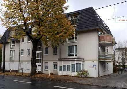 IMMOBERLIN: Lichtdurchflutete Wohnung mit Balkon in bequemer Ortslage