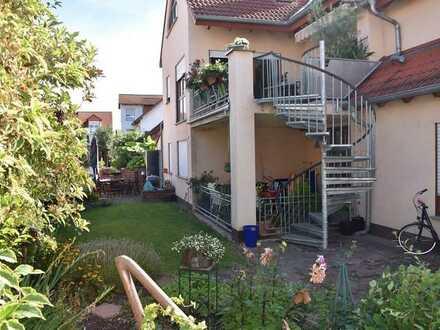 ** Architektonisch anspruchsvoll und variabel nutzbares Anwesen in schöner Wohnlage **