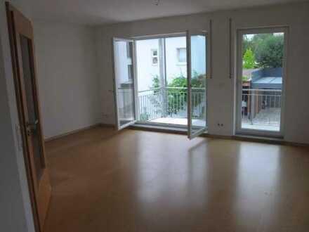 Modernisierte 4-Zimmer-Wohnung mit Balkon und EBK in Lappersdorf