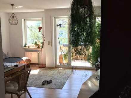 2-Zimmer-Wohnung mit Balkon und Einbauküche in Hegensberg