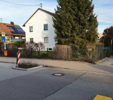 Gut erhaltenes Zweifamilienhaus mit großem Garten als Kapitalanlage im Speckgürtel Münchens