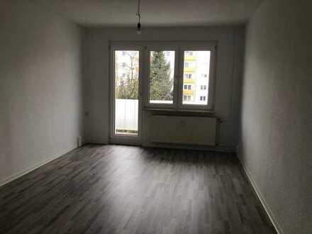 +++Wunderschöne, Sanierte 4-Raum Wohnung mit EBK + Balkon+++