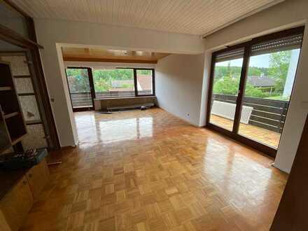 Sanierte Wohnung mit 4,5 Zimmern sowie Balkon und EBK in Steinheim