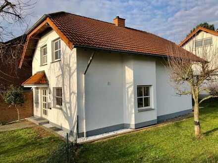 Gepflegtes freistehendes Einfamilienhaus mit Garage in NDK-Rheidt