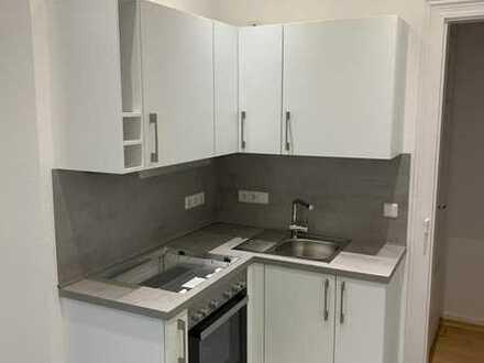 In 2020 komplett sanierte 2 - Zimmer - Altbauwohnung mit neuer Einbauküche