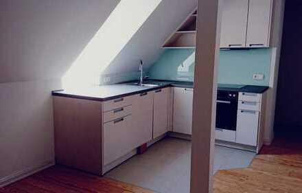 Erstbezug: schöne 3-Zimmer-DG-Wohnung mit EBK in Sternschanze, Hamburg