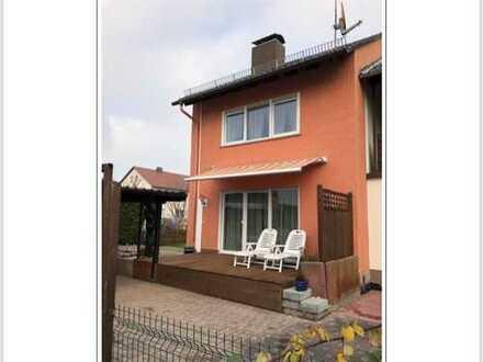 Schönes renoviertes Haus mit Terrasse, Carport, Einbauküche und mehr