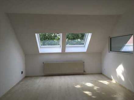 Großzügiges Dachgeschoss Alt-Buckow nähe Dorfkirche- RlvF-Bescheinigung Voraussetzung
