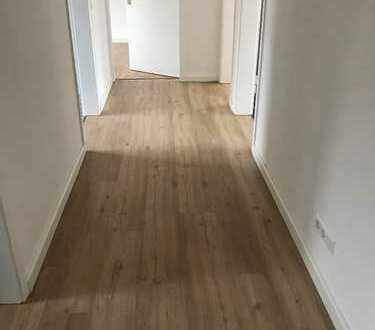 Schöne, vollständig renovierte 4-Zimmer-Wohnung mit Balkon in Stuttgart