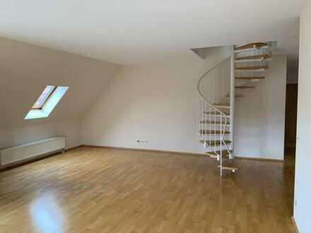 Gepflegte 3-Zimmer-Dachgeschosswohnung mit Balkon in Weißenborn/Erzgebirge.