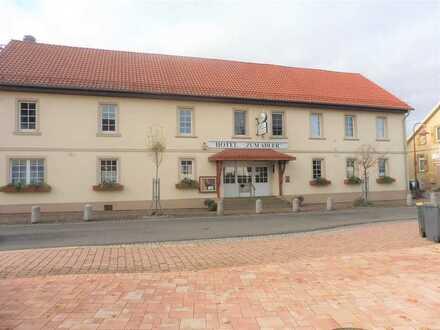 MFH mit Hotel + Restaurant, 14 Wohneinh. möglich, 43 Z., 1.247 m² Grundst., 875 m² Wfl.!