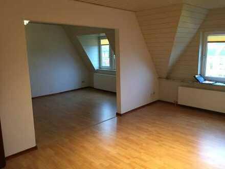 Preiswerte, gepflegte 3-Zimmer-DG-Wohnung mit EBK in Wilhelmshaven
