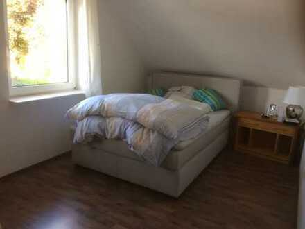 Preiswerte, modernisierte 3-Zimmer-Dachgeschosswohnung mit Balkon und Einbauküche in Cloppenburg