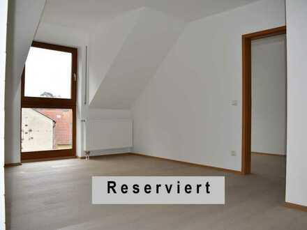 Bezaubernde Dachwohnung ★ hell ★ renoviert ★ frei
