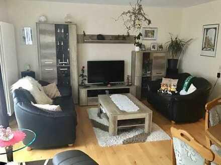 Wohnen auf 2 Ebenen: 5-Zimmer-Maisonette- Wohnung mit neuer Einbauküche, Balkon, Terrasse und Garage