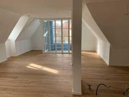 Erstbezug: attraktive 3-Zimmer-DG-Wohnung mit Loggia in Berching
