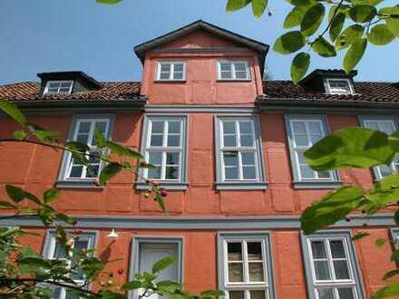 Innenstadt Braunschweig: Modernisierte 3-Zimmer-DG-Wohnung mit EBK in historischem Fachwerkhaus