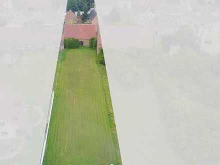 Schönes Einfamilienhaus mit großem Grundstück - BAULAND