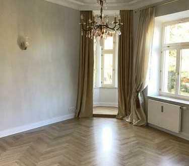 Stilvolle, luxuriöse 4-Zimmer Altbauwohnung (Beletage) in Augsburg, Innenstadt
