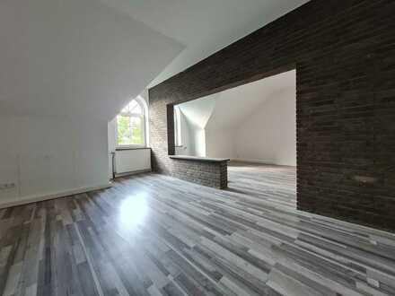sanierte großzügige Dachgeschoss Wohnung in ruhiger Lage