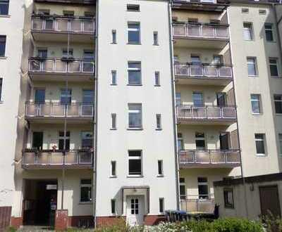 Helle 3-Raum-Wohnung mit offener Küche, Balkon, Tageslichtbad und PKW-Stellplatz