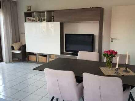 Stilvolle, modernisierte 3-Zimmer-Wohnung mit Balkon und Einbauküche in Neulingen
