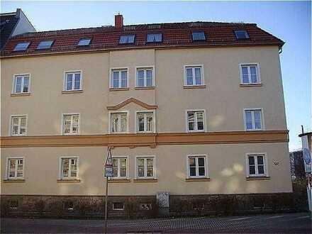 Gut-geschnittene 3-R-Wohnung im Hochparterre in der Äußeren Schneeberger Straße 122