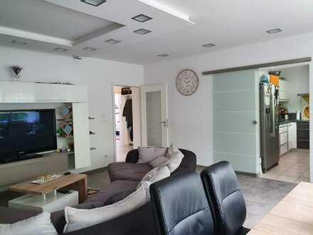 Modernisierte Wohnung mit vier Zimmern sowie Balkon und Einbauküche in Bad Dürkheim