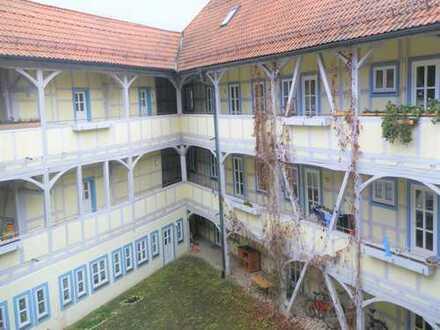 Großzügige 2 Raum-Wohnung in tollem Mehrfamilienhaus
