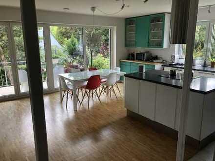 Großzügig geschnittene, helle 4-Zi Wohnung mit offener Küche und Fußbodenheizung