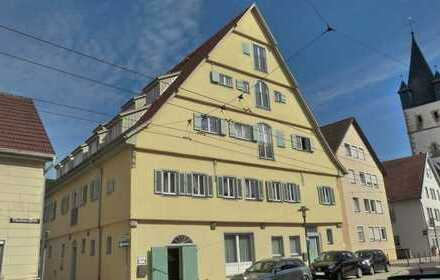 Zentral gelegene 3 Zimmer-Dachgeschosswohnung in denkmalgeschützen Wohnhaus!