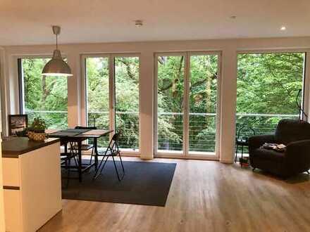Geschmackvolle Terrassenwohnung mit drei Zimmern sowie Balkon und Einbauküche in Nürnberg