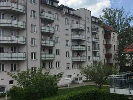 STÖTTERITZ* neu renovierte 2Raum-Whg. mit Balkon* großzügige Zimmer* sep.Küche mit EBK*