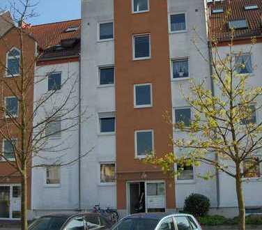Hochwertige 2-Zimmerwohnung, EBK, großer Sonnenbalkon! In 63225 Langen zu vermieten.