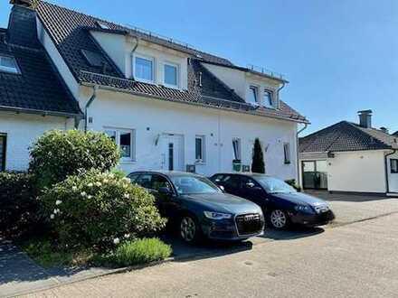 RESERVIERT****Anspruchsvolle Doppelhaushälfte in Spielstraße in ruhiger Lage von Richrath****