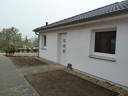 Hochwertige 3- Raumwohnung in Seenähe mit Terrasse, Einbauküche und Stellplatz!