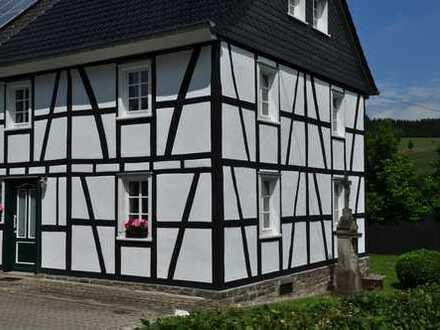 Saniertes Fachwerkhaus, geräumig, mit vier Zimmern in Oberbergischer Kreis, Lindlar